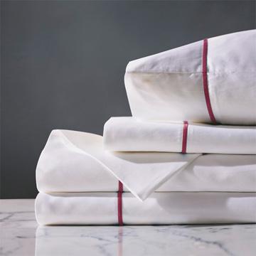 Linea Sheet Set In White & Shiraz