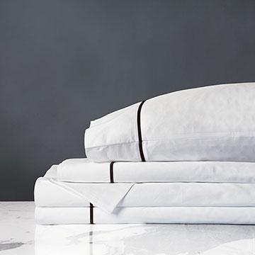 Linea Sheet Set In White & Walnut