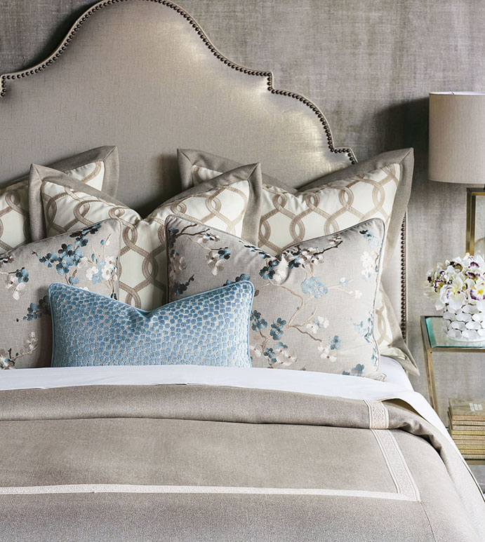 Baynes Bedset - BEDDING,BEDSET,LUXURY,DESIGNER,LUXURY BEDDING,DESIGNER BEDDING,LUXURY DESIGNER BEDDING,BLUE,FLORAL,TRADITIONAL,CLASSIC,ALEXA HAMPTON,BLUE FLORAL BEDDING,BLUE BEDDING,LUXURY BLUE,