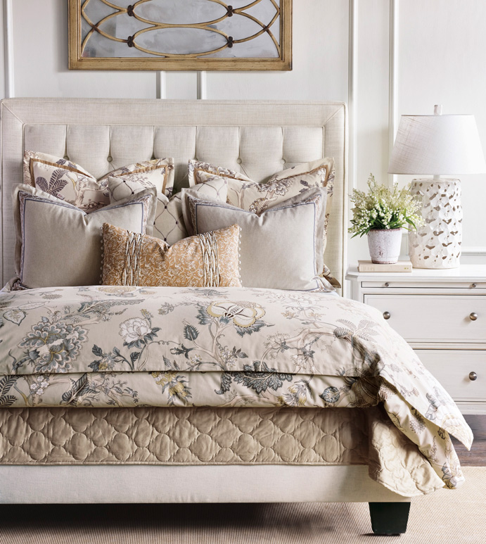 Edith Bedset - ENGLISH TRADITIONAL BEDSET, ENGLISH COUNTRYSIDE BEDSET,BOTANICAL BEDSET,NEUTRAL FLORAL BEDSET,FLORAL BEDSET,LARGE FLORAL,EARTH TONE,MUTED,GRAY AND TAN,LIGHT GRAY,COTTAGE BEDSET,TAN