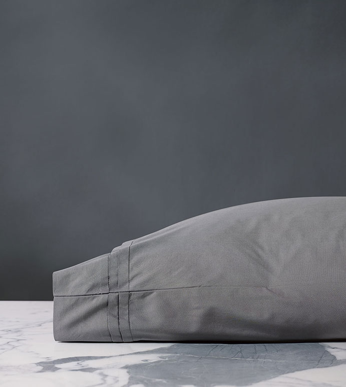 Vail Percale Pillowcase In Heather - PILLOW COVER,SLEEP PILLOW,SLEEPING PILLOW,SHEETS,PERCALE,COTTON,100% COTTON,EGYPTIAN COTTON,LUXURY,LUXURIOUS,HIGH-END,HIGH-QUALITY,CRISP,GRAY,LIGHT GRAY,HEATHER,