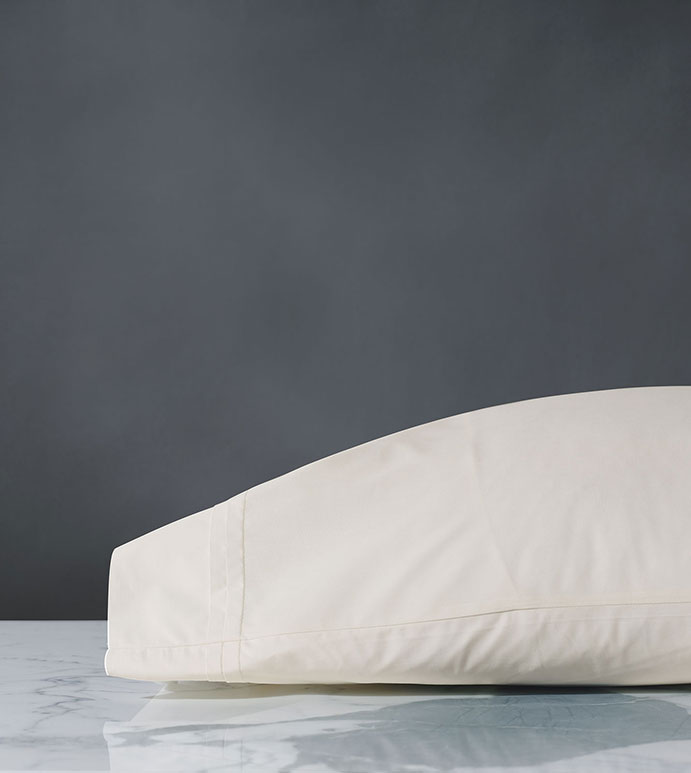 Vail Percale Pillowcase In Ivory - PILLOW COVER,SLEEP PILLOW,SLEEPING PILLOW,SHEETS,PERCALE,COTTON,100% COTTON,EGYPTIAN COTTON,LUXURY,LUXURIOUS,HIGH-END,HIGH-QUALITY,CRISP,IVORY,WHITE,NEUTRAL,CREAM,BEIGE