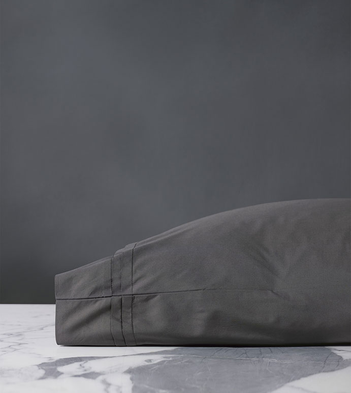 Vail Percale Pillowcase In Slate - PILLOW COVER,SLEEP PILLOW,SLEEPING PILLOW,SHEETS,PERCALE,COTTON,100% COTTON,EGYPTIAN COTTON,LUXURY,LUXURIOUS,HIGH-END,HIGH-QUALITY,CRISP,DARK GRAY,NEUTRAL,GRAY,SLATE
