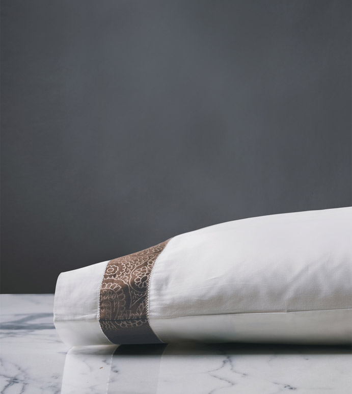 Cornice Lunetta White/Truffle Pillowcase